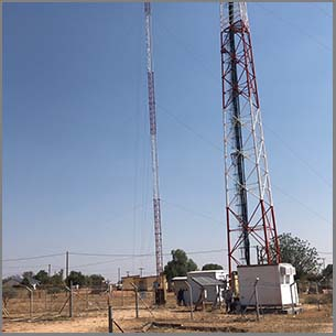 Guyed Wire Supporting Communication Tower Mast